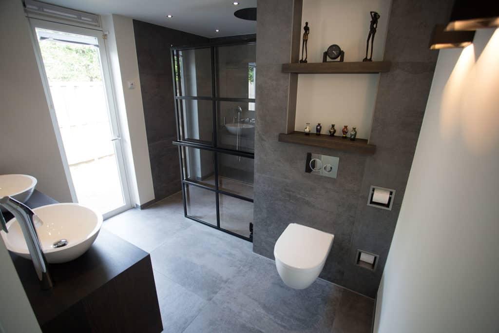 Badkamer Design Award : Dek design strak en functioneel design voor de luxe badkamer